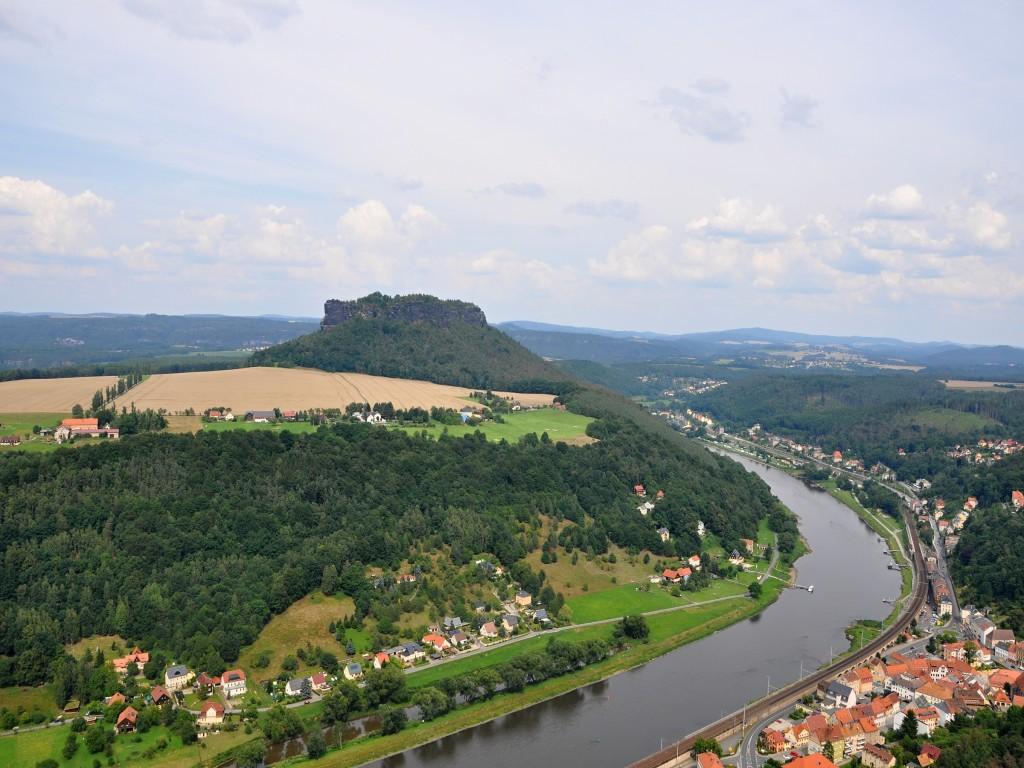 Výhled z pevnosti Königstein na nádhernou krajinu Saského Švýcarska.