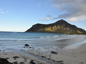 Skvělým místem pro odpočinek jsou pláže u města Flakstad.